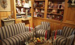 Bibliothèque dans showroom