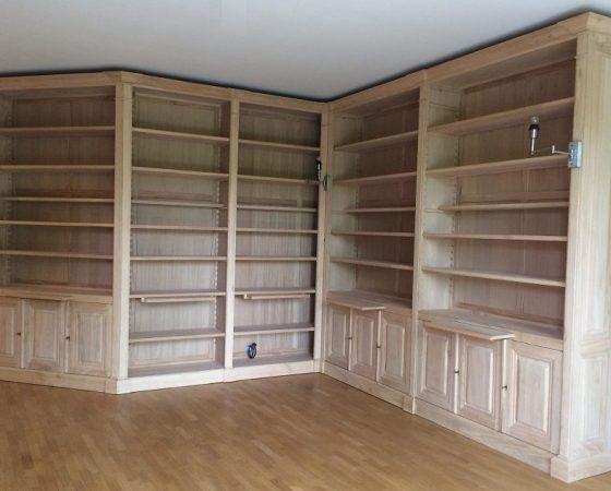 Grande bibliothèque d'angles en châtaigner brut