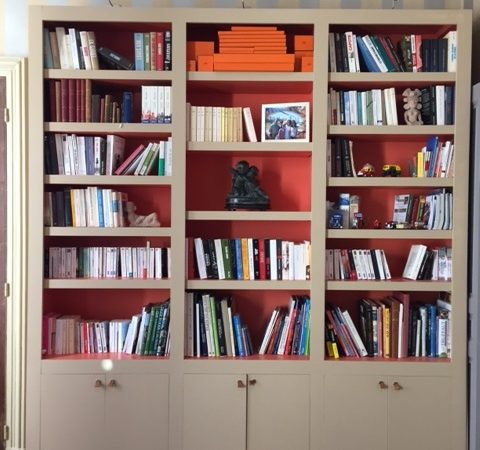 Grande bibliothèque contemporaine peinte de 2 tons