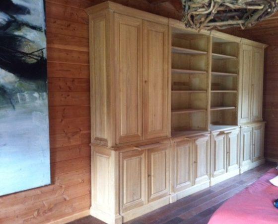 Très long meuble de rangement
