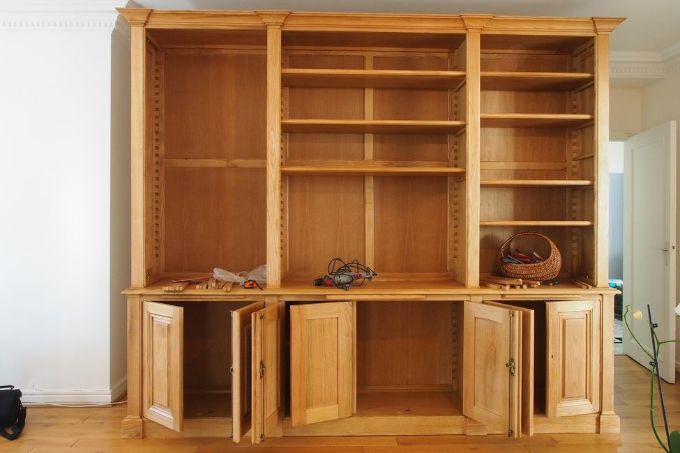 biblioth que et vaisselier de style directoire. Black Bedroom Furniture Sets. Home Design Ideas