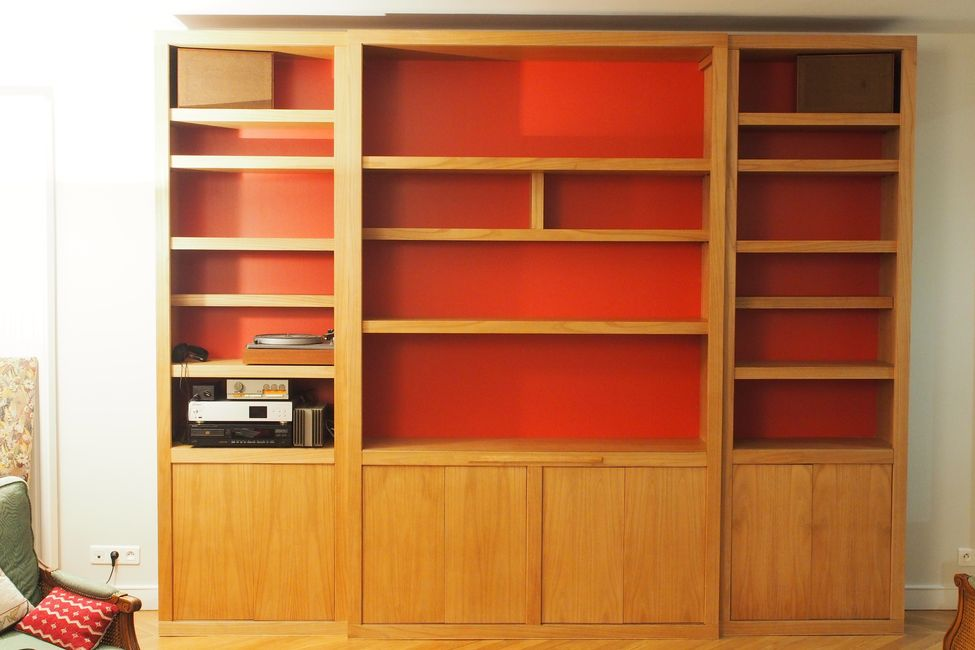biblioth que contemporaine fond rouge. Black Bedroom Furniture Sets. Home Design Ideas