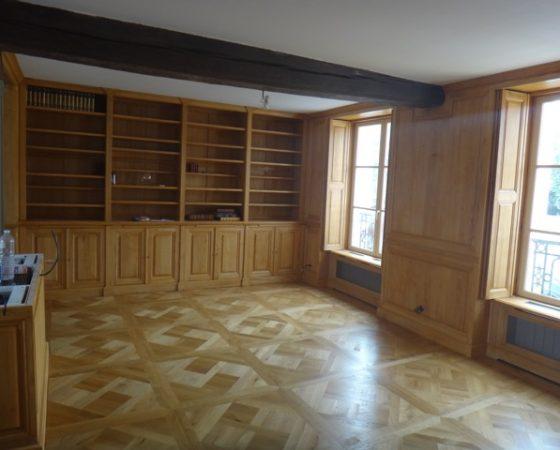 Importante bibliothèque ouvrante par huit portes en partie basse