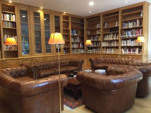 bibliotheque-angle-6e-arrondissement-paris (1)