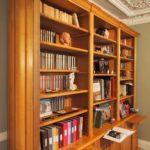 Bibliothèque sur mesure en bois naturel de style Louis XVI