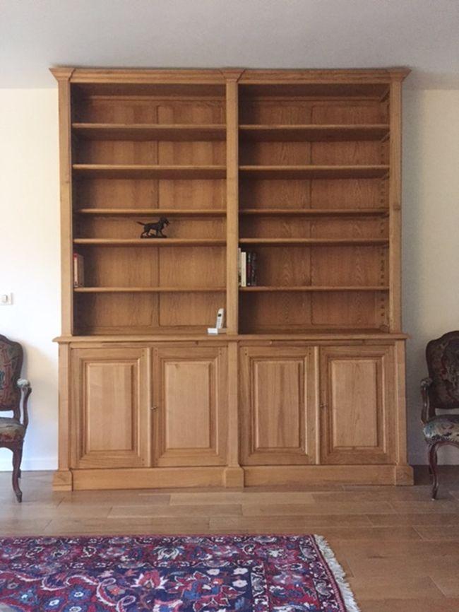 biblioth que en bois naturel ouvrante par quatre portes en fa ade. Black Bedroom Furniture Sets. Home Design Ideas