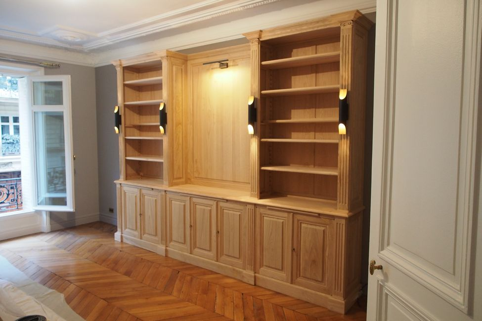 biblioth que neo classique rehauss e par des clairages contemporains. Black Bedroom Furniture Sets. Home Design Ideas
